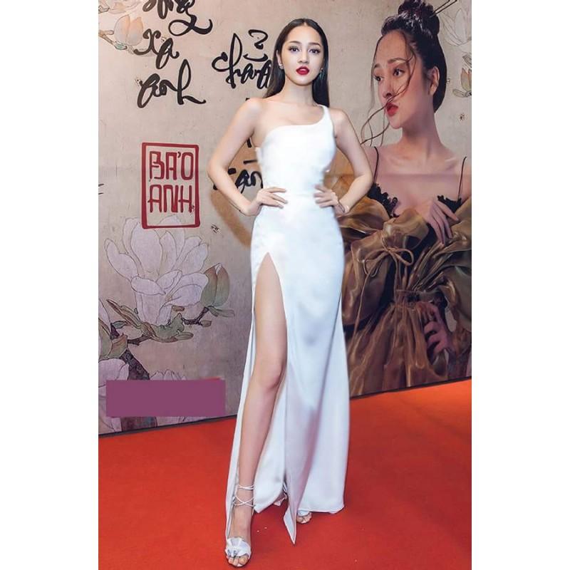 Đầm dài trắng lệch vai xẻ tà 1282