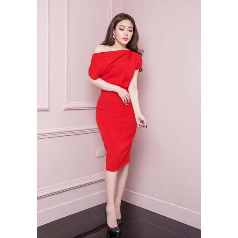 Robe rouge vif 400