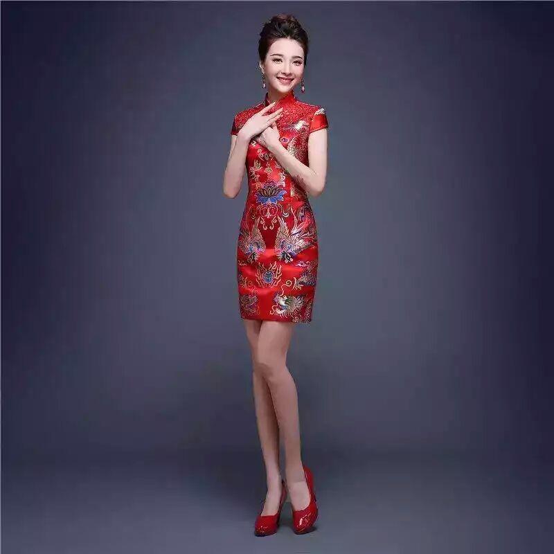 Đầm thêu hình rồng hongkong